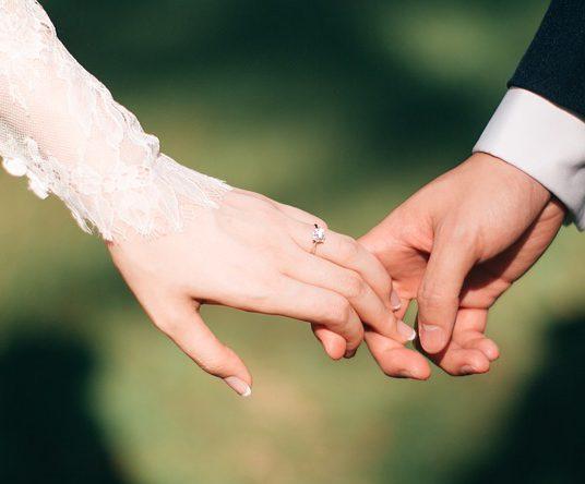 ¿Me caso o me inscribo como pareja de hecho?